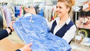 Очищение одежды в мастерской